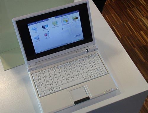 Asus EEE 701 4G - обзор нетбуков