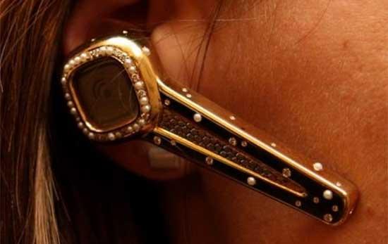 Самые дорогие аксессуары для смартфонов - гарнитура Plantronics Discovery 925 Jewel