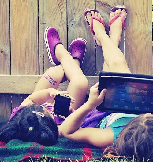 Детский смартфон - как защитить его летом - iPhone - чехлы - ребенок