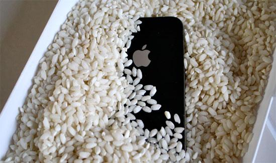 Как высушить мокрый iPhone - фактор риса
