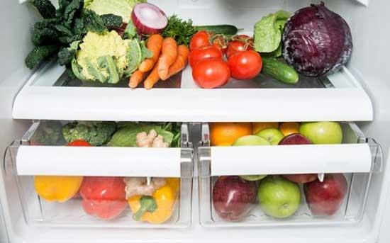 Воняет холодильник: причины и методы борьбы