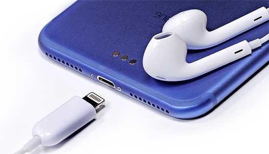 Баг с наушниками iPhone 7: о нем и о будущих проблемах Lightning