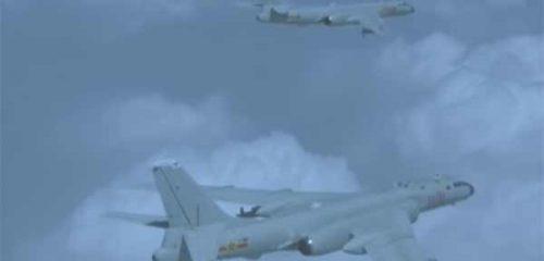 Китайские «стратеги» Xian H-6 замечены у берегов Японии [видео]