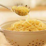 Зачем сделано отверстие в ложке для спагетти?