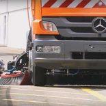 Новый автоуборщик Bucher на шасси Mercedes [видео]