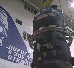 Состыковка грузового «Прогресс МС-04» с переходным отсеком [видео]