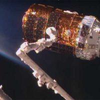 Стыковка японского космического грузовика Kounotori-6 с МКС [видео]