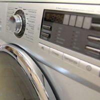 Когда стиралка не помещается: как решить проблему?