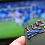 Как посмотреть футбол на большом экране качественно и недорого?