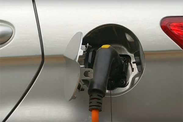 МАЭ: к 2040 году половина легковых авто в мире будет электрическими