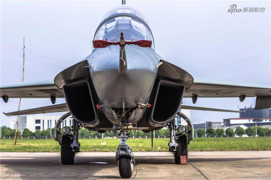 Китай представил легкий двухместный УБС L-15B