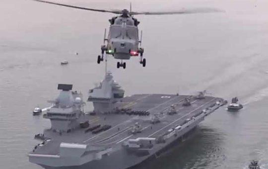 Queen Elizabeth прибыл на церемонию принятия в состав флота [видео]
