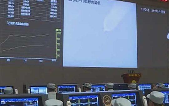 """Китайская """"Чанчжэн-6"""" вывела на орбиту три спутника [видео]"""