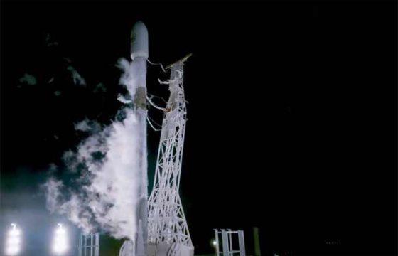 Старт Falcon 9 со спутниками PAZ и первыми Starlink [видео]