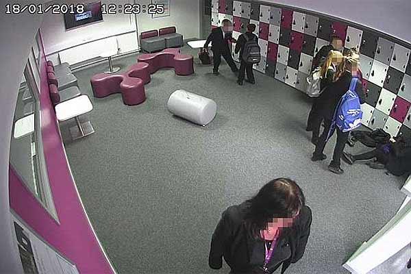 СМИ: в четырех британских школах старые камеры наблюдения стримили видео онлайн - #CCTV