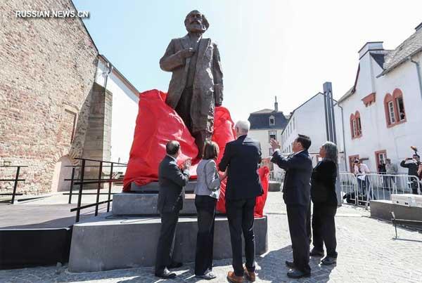В городе Трир открыли китайский памятник Карлу Марксу (фото Синьхуа)