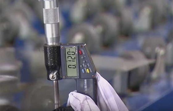 Китайская компания показала рекордно тонкое стекло [видео]