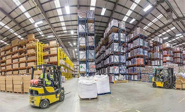 Светодиодное освещение складского помещения: с чего следует начинать