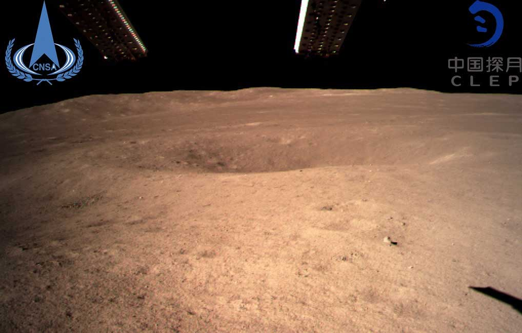 Станция Chang'e-4 прислала первое фото Луны после посадки [видео]