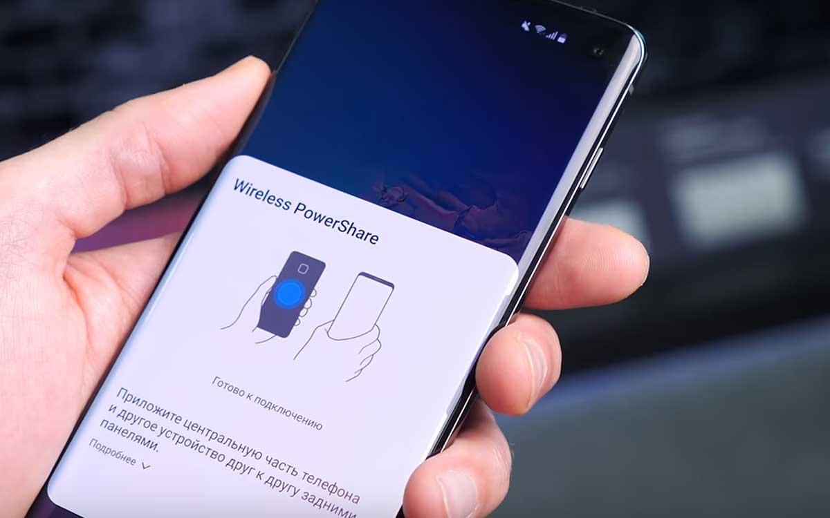 Как заряжать наушники Galaxy Buds от смартфона Galaxy S10 без проводов
