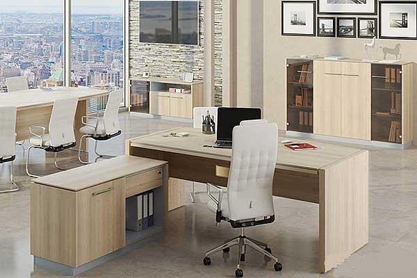 Рабочее место современной бизнес-леди: стол, кресло, кабинет?