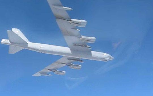 Стратегические B-52H ВВС США над Балтикой: видео из кабины Су-27