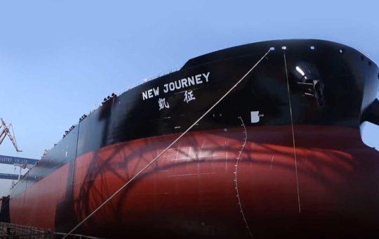 Первый в мире смарт-супертанкер передала заказчику китайская CSIC [видео]