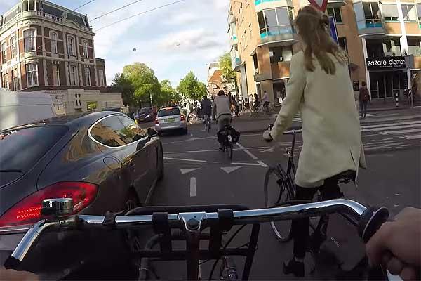 Нидерланды: больше никаких смартфонов за рулем ...велосипеда!