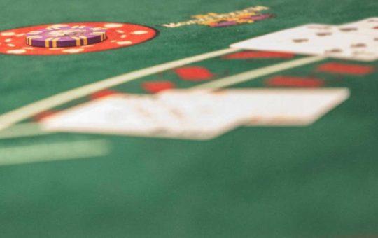 Программ Pluribus впервые обыграла в покер сразу 5 игроков-людей [видео]