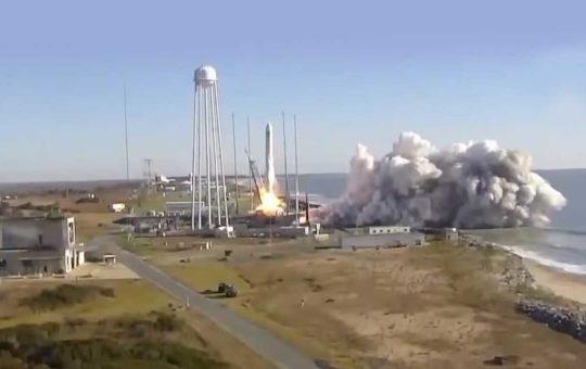 Старт РН Antares с грузовым кораблем Cygnus [видео]