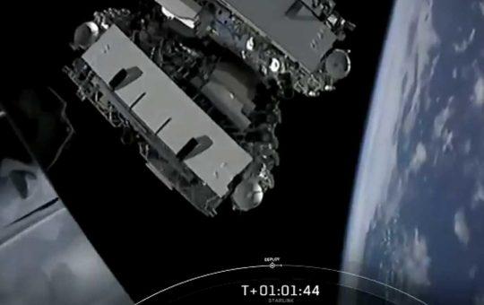 SpaceX вывела на орбиту еще 60 спутников Starlink [видео]