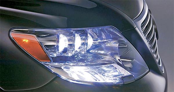 История автомобильных фар - первая LED фара