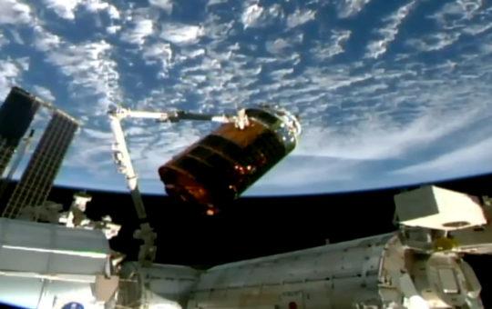 Стыковка грузового корабля Kounotori-9 с МКС [видео]