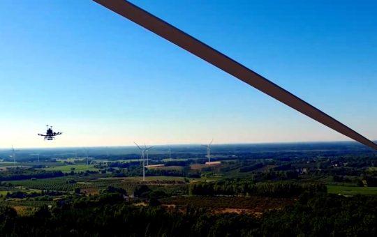 Осмотр лопастей турбин ветропарка с применением дронов [видео]
