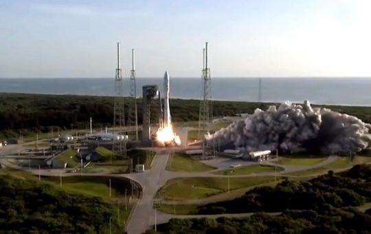 NASA отправило на Марс новый марсоход с вертолетом [видео]