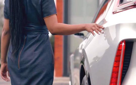 Электрический Cadillac Lyriq — GM выставила новые фотки