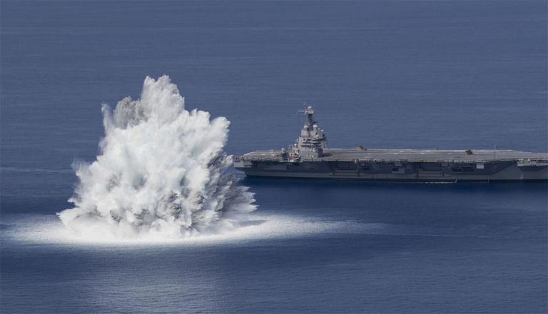 US Navy бомбят авианосец Gerald R. Ford [видео]