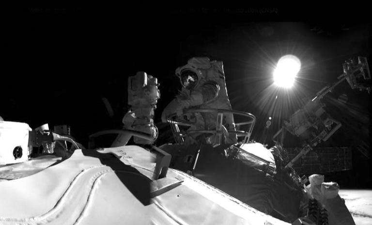 """Тайконавты успешно совершили выход в открытый космос с борта """"Тяньхэ"""""""