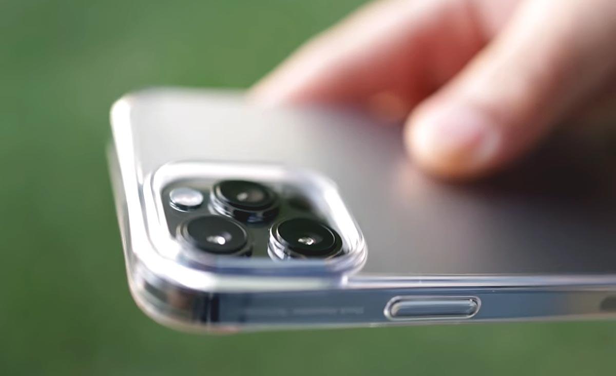 Прозрачный чехол для iPhone 12 Pro: какой не потускнеет?