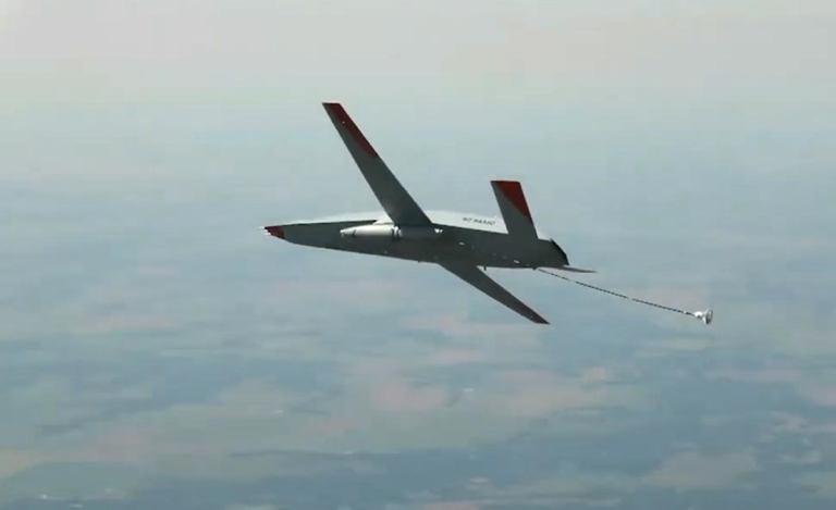 Дрон MQ-25 Stingray успешно дозаправил в воздухе F-35C [видео]