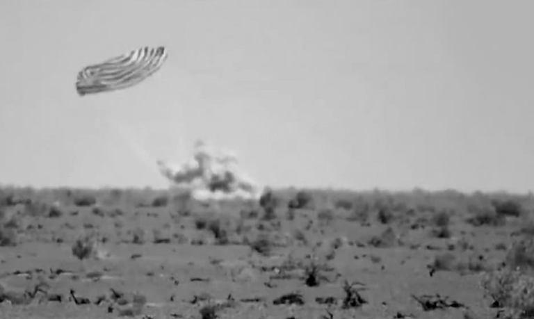 """Приземление спускаемой капсулы корабля """"Шэньчжоу-12"""" [видео]"""