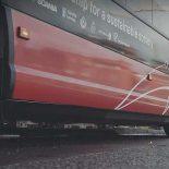 Scania строит сеть беспроводной зарядки автобусов [видео]