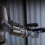 Стрельба по-македонски в исполнении робота F.E.D.O.R. [видео]