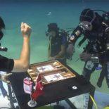 Мировой рекорд — 142 часа на дне и подводные нарды: как это было