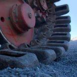 Карьерный гусеничный экскаватор ЭКГ-18 в работе [видео]