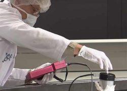 Сложно и осторожно: как чистят самый большой телескоп на Земле [видео]