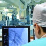 Кардиохирурги клиники Мешалкина впервые в мире установили пациентке два механических сердца
