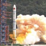 """Китай произвел запуск РА """"Чанчжэн-2"""" с тремя спутниками """"Яогань-30"""" [видео]"""