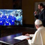 Папа римский задал 6 вопросов экипажу МКС [видео]