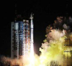 """Китай успешно вывел в космос метеоспутник """"Фэнъюнь-3Д"""" [видео]"""